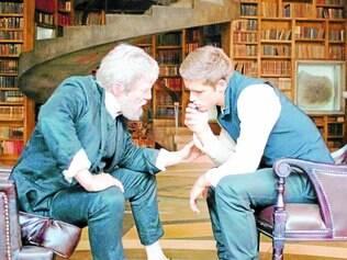 Curiosidade.  A idade do personagem central, interpretado por Brenton Thwaites, foi alterada para que houvesse um romance do jovem