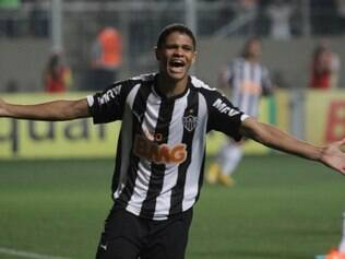 Jogador chegou ao Atlético após passagens por Náutico e pelo exterior