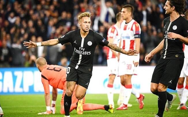 Neymar foi substituído depois de fazer três gols sobre o Estrela Vermelha