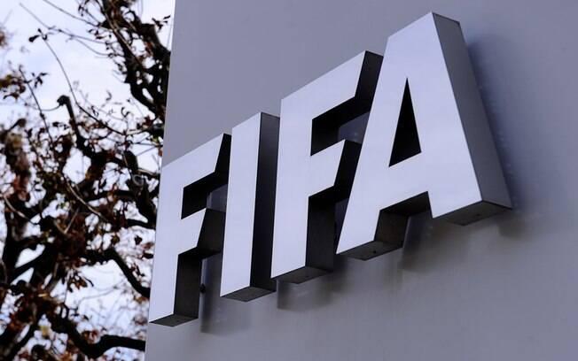 Fifa prorroga liberação de cinco substituições por jogo até 2021