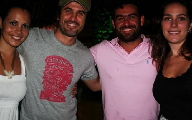 Eriberto Leão e a mulher e Thierry Figueira com a namorada também curtem o show