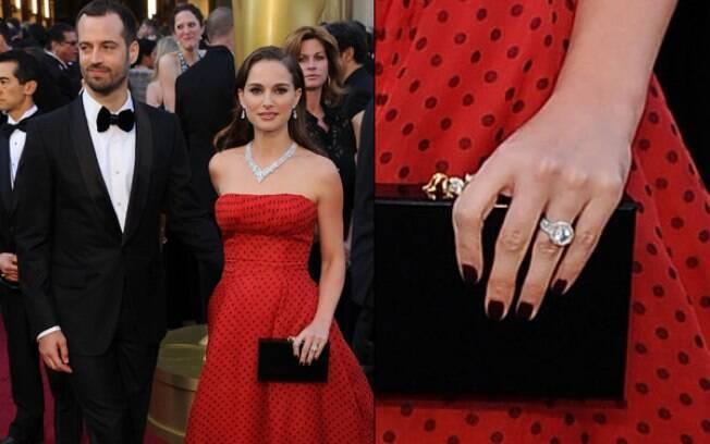 Natalie Portman com o marido, Benjamin Millepied: aliança confirma casamento