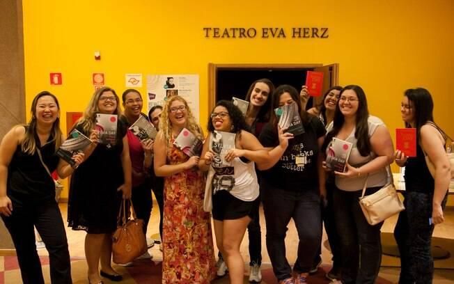 Fãs dos livros eróticos de Sylvia Day em encontro com a autora americana , via Skype, na Livraria Cultura, em São Paulo