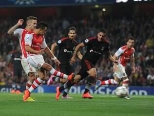 Alexis Sánchez balançou as redes do Besiktas e mandou o Arsenal para a fase de grupos