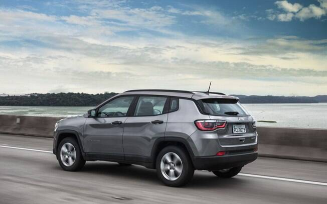 Jeep Compass é o SUV médio mais vendido do Brasil, emplacando mais que todos os rivais juntos