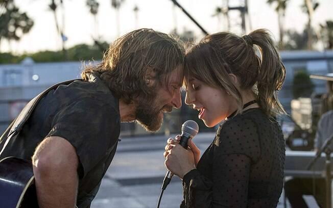 Bradley Cooper e Lady Gaga em cena de Nasce uma Estrela