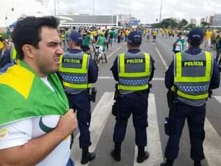 Polícia Militar do Distrito Federal bloqueou as ruas que dão acesso ao Palácio do Planalto