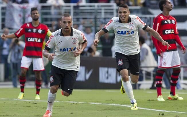 02fdbbc5db Guilherme comemora o primeiro gol do Corinthians na vitória sobre o  Flamengo. Foto  Daniel