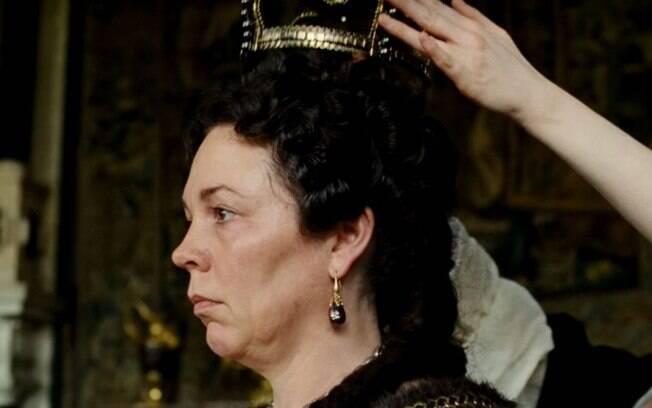 Olivia Colman é a rainha Ana em