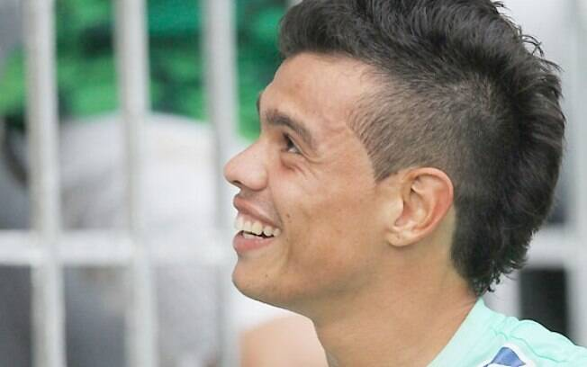 Bernardo, meia do Vasco, foi torturado por  traficante e teve que prestar esclarecimentos à  polícia
