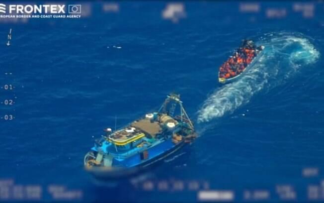 Imagens de contrabandistas e migrantes avistados no Mediterrâneo
