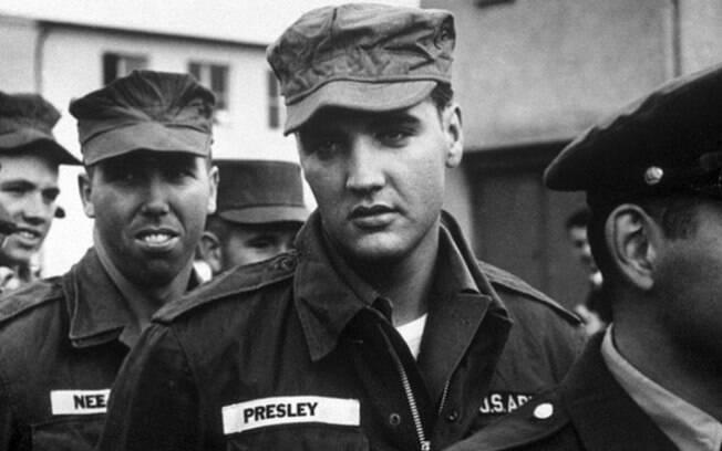 Elvis Presley durante seu serviço no exército dos Estados Unidos, 1958.