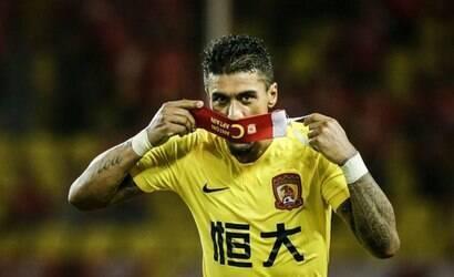 Corinthians busca Paulinho após volante deixar a China