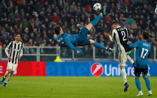 Cristiano Ronaldo fez um golaço de bicicleta e foi aplaudido de pé pelos torcedores da Juventus
