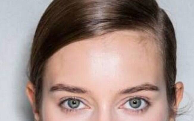 No meio, na lateral ou diagonal, a risca é capaz de modificar o seu rosto, destacando os pontos fortes