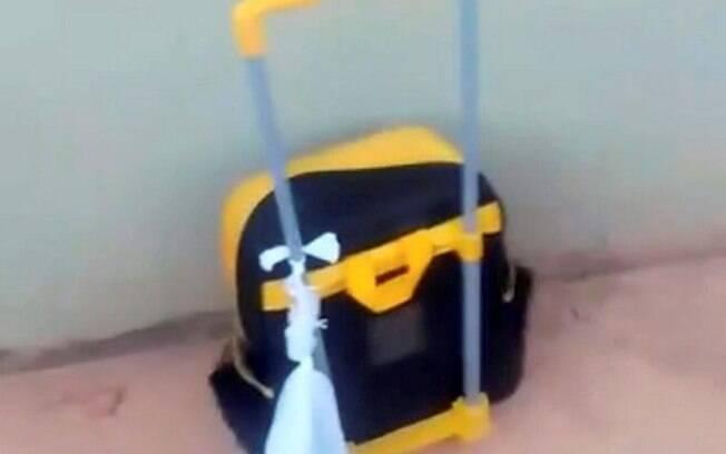 Mãe se revolta ao ver filho voltar de creche com saco de cocô amarrado na mochila, em Montes Claros