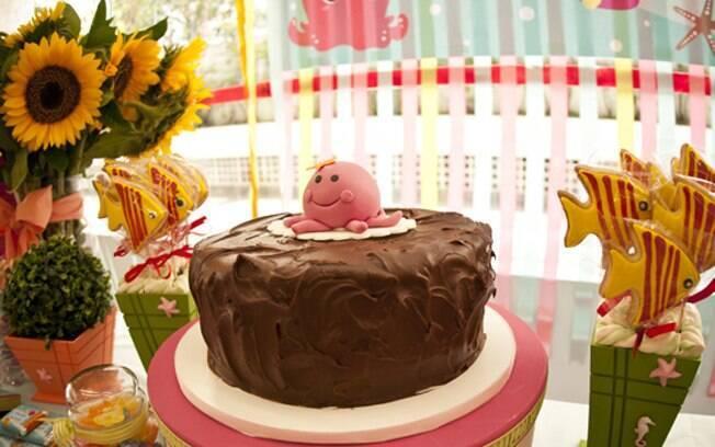 Se os pais preferirem, cobertura pode ser apenas de chocolate, que as crianças amam. De Le Malu Ateliê de Bolos