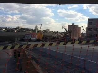 Viaduto da avenida Pedro I desaba e pelo menos uma pessoa morre