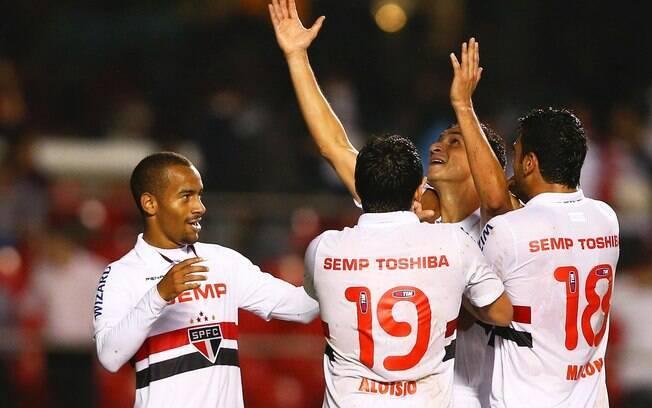 Jogadores do São Paulo comemoram gol de Ganso no Morumbi