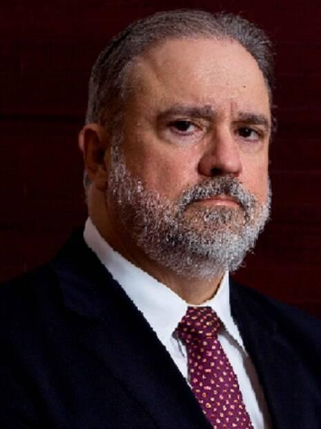 Augusto Aras foi o escolhido de Bolsonaro para a PGR
