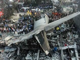 Vídeo mostra avião logo após a queda