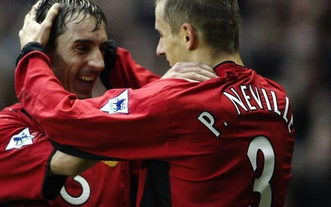 Gary e Phil Neville também foram irmãos que  atuaram juntos no Manchester United. Os dois foram  companheiros também na seleção inglesa