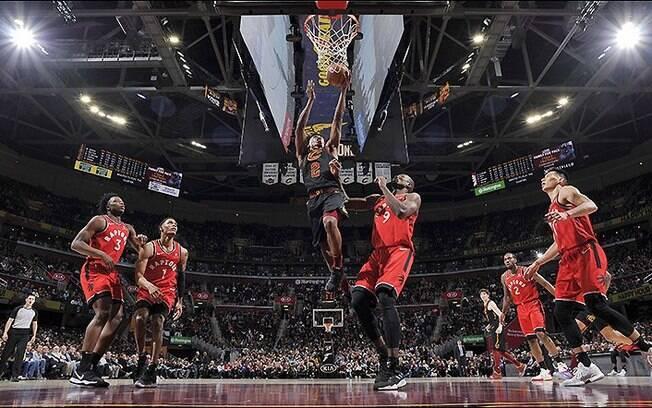 Franquia de Cleveland fez jogo perfeito e bateu os rivais da Conferência Leste na rodada da NBA desta 2ª