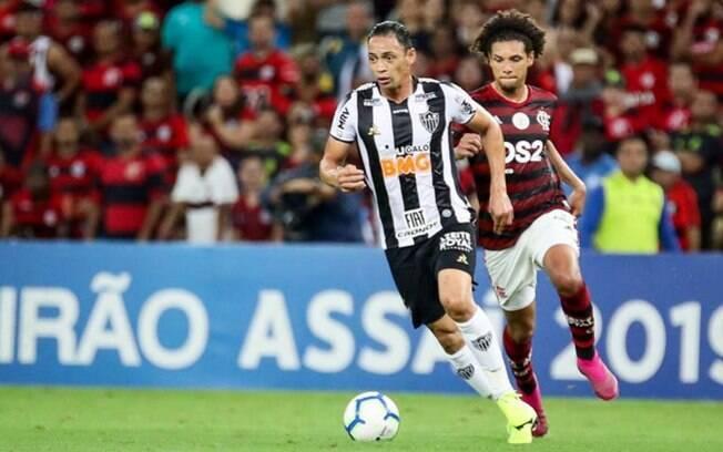 Ricardo Oliveira em ação pelo Atlético-MG