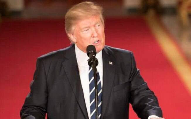 Se quiser suspender as restrições ou fazer mudanças  na política para a Rússia, Trump deverá informar ao Congresso