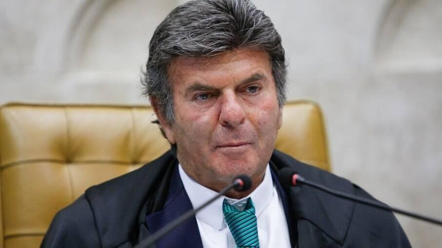 Fux diz que 'desprestígio' do STF provém de políticos que jogam questões à Corte