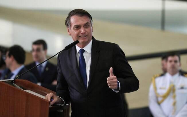 Jair Bolsonaro (PSL) acena ao Congresso durante cerimônia no Planalto