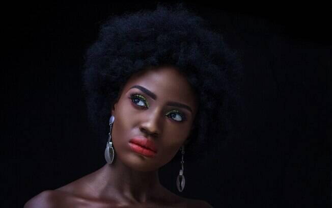 Maquiadora dá dicas para descobrir o subtom de pele em peles pretas