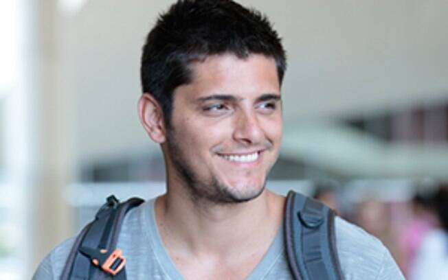 Bruno Gissoni vive o personagem André, namorado de Luiza (Bruna Marquezine)