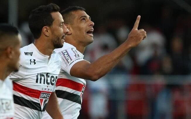 Diego Souza comemora o gol do São Paulo que deu a vitória sobre o Santos pela sexta rodada do Brasileirão