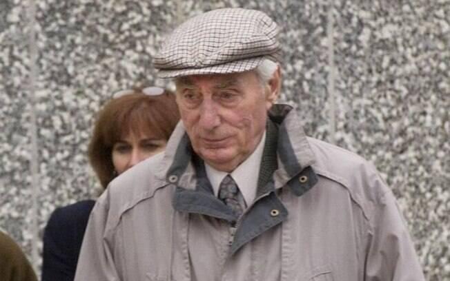 Helmut Oberlander nega envolvimento nos crimes cometidos pelo esquadrão da morte.