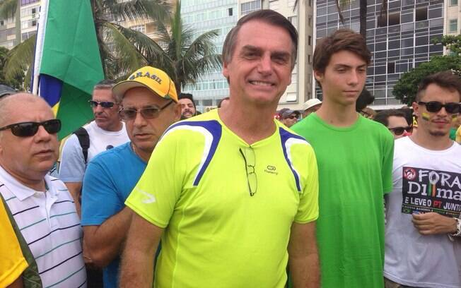 O deputado federal participou do ato de opositores da presidente Dilma Rousseff no Rio de Janeiro, neste domingo (15)
