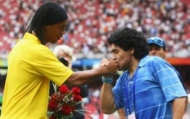 Ronaldinho Gaúcho e Maradona durante edição do Jogo da Paz