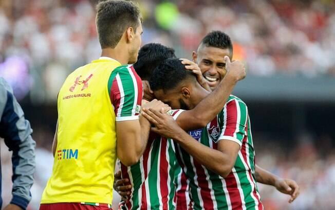 Jogadores do Fluminense comemoram gol sobre o São Paulo