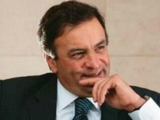Aécio Neves fechou acordo com o PCdoB para fazer oposição a Sarney