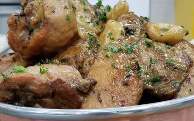 Ana Maria Braga ensinou uma deliciosa receita de Frango ao Alho