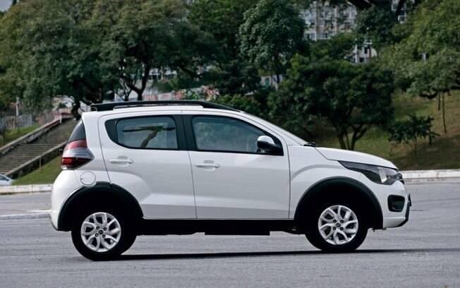 Fiat Mobi Way: barras na capota entre as diferenças em relação às demais versões do pequeno modelo da marca italiana