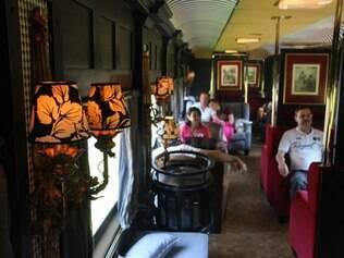 Interior da Litorina de Luxo, o trem mais exclusivo do país, que cruza a serra do Mar