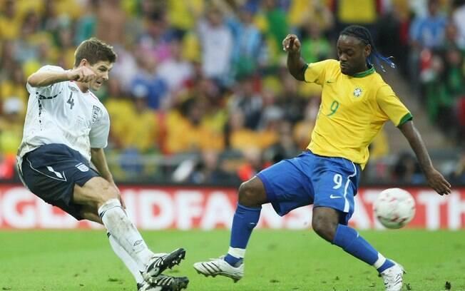 O atacante fez parte da seleção brasileira  campeã da Copa América em 2007. Além disso,  disputou quatro jogos das Eliminatórias para a  Copa de 2010