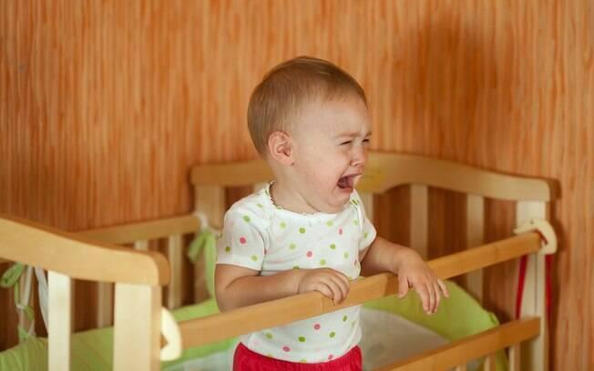 Até que ponto dá para aguentar? Professora diz que é bom deixar a criança chorando por um tempo à noite