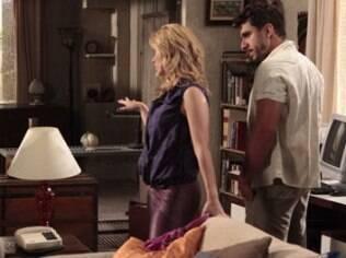 Pereirinha vê Teodora na casa de Griselda e telefona para Quinzé