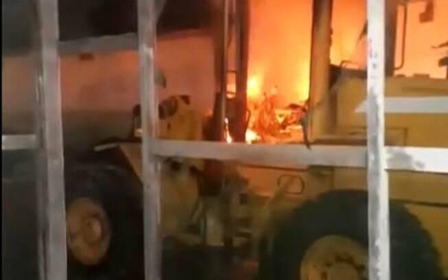 Ataques no Ceará acontecem pela 24ª noite consecutiva; em Fortaleza, dois tratores foram queimados