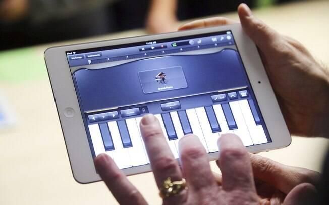 O iPad Mini: metade do peso, mas formato e a resolução da tela iguais ao iPad 2, para manter aplicativos