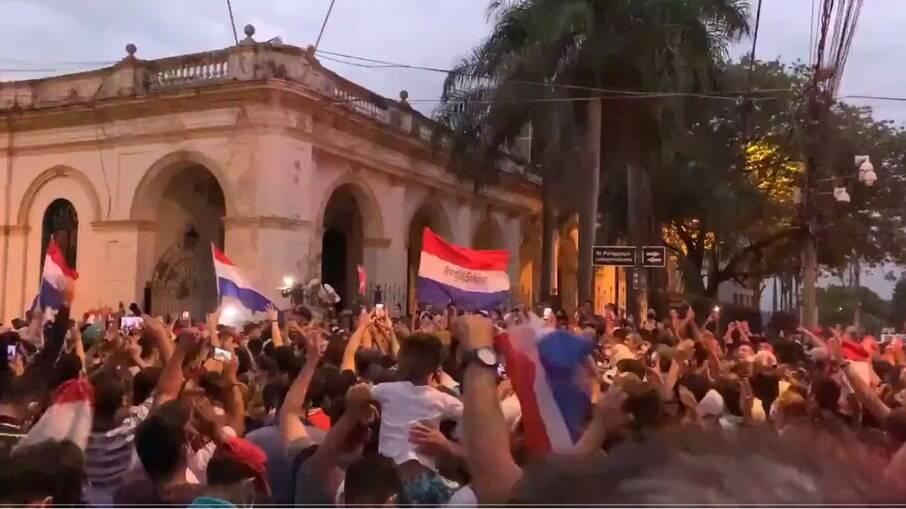 Julio Mazzoleni, ministro da Saúde do Paraguai, perdeu o cargo após protestos populares