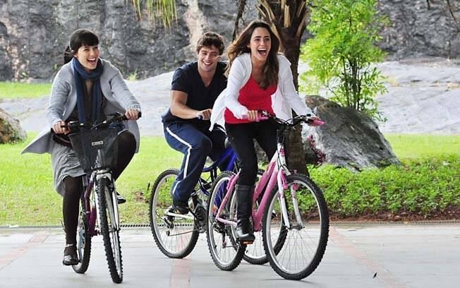 Manu (Marjorie Estiano), Ana (Fernanda Vasconcellos) e Rodrigo (Rafael Cardoso) nos capítulos iniciais de