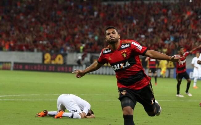 Carlos Henrique fez o gol de empate do Sport após Roger abrir o placar para o Corinthians